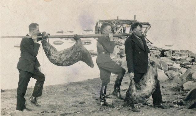 Hülgepüügilt tulek 1935: esimene Johannes Pilk, teine metsnik Paul Küüts