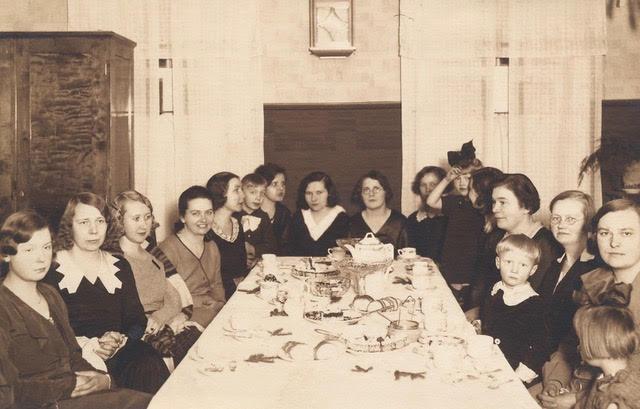 Laulukoori liikmed ühise laua taga